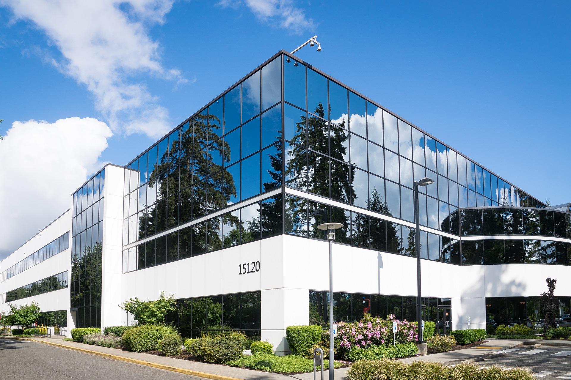 building 1712699 1920 - L'obligation de rénovation thermique des bâtiments tertiaires vient de paraître